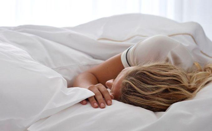 1600-900-female-sleeping-heavenly-bed-sleep